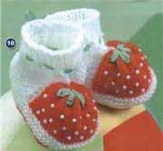 Sylwia вяжет крючком малышам пинетки и шляпки, а также крошечные.