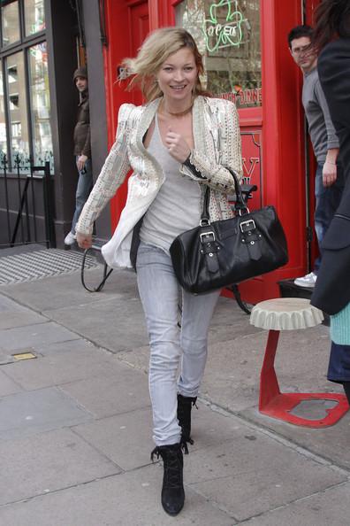 Кейт Мосс улыбалась.