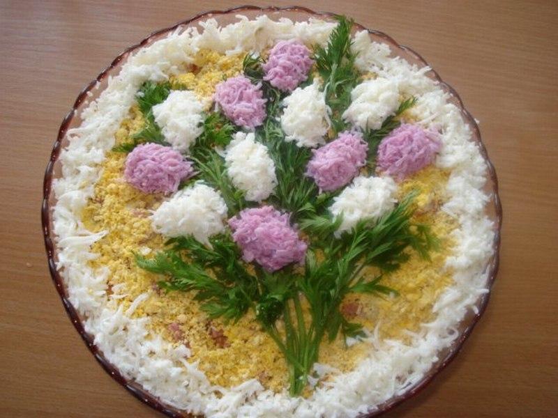 """Ну, как делается слоеный салат  """"Мимоза """", думаю, знают все."""
